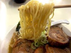 北海道ラーメン小林屋@茅ヶ崎の中ちぢれ麺