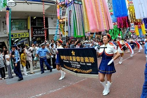 第64回湘南ひらつか七夕まつりの神奈川県警音楽隊パレード