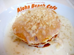 江ノ島Aloha Beach Cafe(アロハビーチカフェ)のマカダミアナッツソースパンケーキ(バナナ入り)