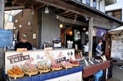 江ノ島の海鮮食べ歩き魚華の外観
