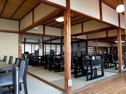 海が見える江ノ島の食事処江之島亭の店内