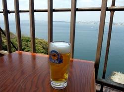 海が見える江ノ島の食事処江之島亭の生ビール