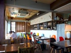 藤沢市鵠沼海岸のレストラン&カフェカブトスカフェの店内