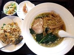 藤沢本町の大衆中華料理店紅太陽のラーメン+半チャーハン定食