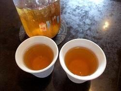 藤沢本町の大衆中華料理店紅太陽のウーロン茶
