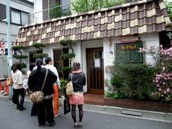 鎌倉小町通りのカレー店キャラウェイの外観