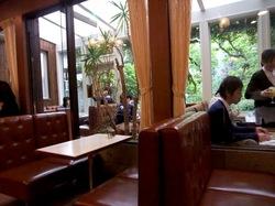 鎌倉小町通りイワタコーヒー店の店内
