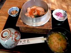 鎌倉市浄妙寺の老舗釜飯店釜めし多可邑(たかむら)のさけおやこ