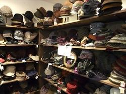 鎌倉小町通りの帽子専門店鎌倉帽子屋の女性用ニット帽など