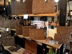 鎌倉の陶器&雑貨店加満久良のぶどうのつるバッグ