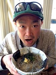 湘南鎌倉腰越しらすや勘浜水産の生しらす丼
