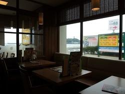 海が見えるCOCO'S(ココス) 江ノ島店@腰越の店内からの海