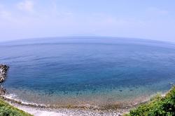 御蔵島の港に黒潮が入って透明度抜群