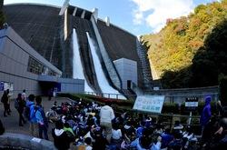 宮ヶ瀬ダムの観光放流