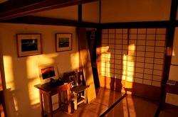 古民家ギャラリー「秋谷四季」で広田行正氏の湘南から見た富士山の写真展