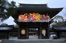 寒川神社神門の迎春ねぶたライトアップ