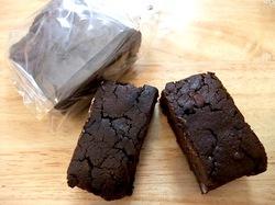 スイーツ江ノ電号のお土産たい焼きなみへいのあんこ入りガトーショコラ
