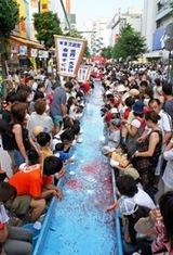 湘南・鎌倉の神輿や盆踊りなど夏祭りピックアップ2014年藤沢駅北口世界最大の金魚すくい