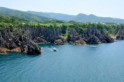 新潟県佐渡島の尖閣湾観光船