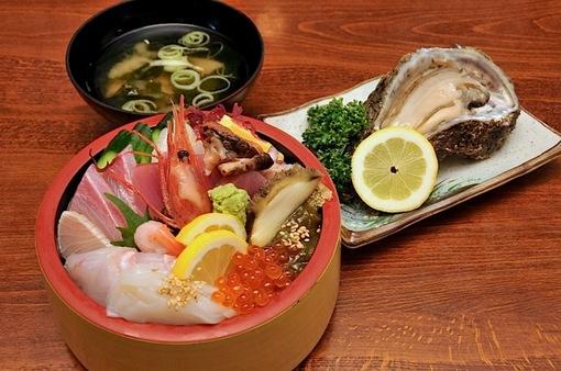 新潟県佐渡島の海鮮料理は真野大須長浜荘の海鮮ちらし