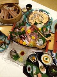 新潟県佐渡島の海鮮料理は沢田浦島の舟盛り