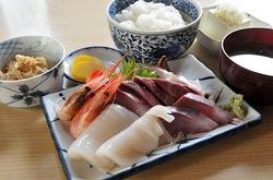 新潟県佐渡島の海鮮料理は両津港いさりびの刺身定食