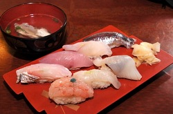 新潟県佐渡島の海鮮料理は両津港魚秀のにぎり寿司