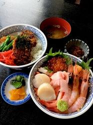新潟県佐渡島の海鮮料理両津港かもこ食堂の海鮮丼&ブリカツ丼