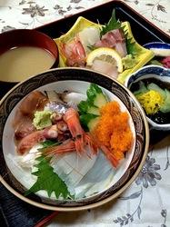 新潟県佐渡島の海鮮料理小木かっさいの海鮮丼&刺身定食
