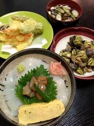 新潟県佐渡島の海鮮料理は相川中庄のイカ丼