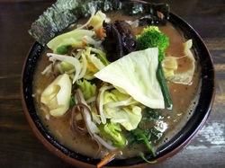 藤沢遠藤吉村家直系まつり家の中盛りチャーシューメンと野菜ばたけ