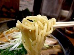 茅ヶ崎の鯛など魚介系ラーメン鐙の太麺