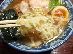 ラーメン隠国(こもりく)@愛甲郡愛川町の中ちぢれ麺