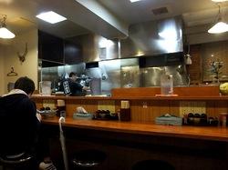 藤沢本町のラーメン小松屋の店内