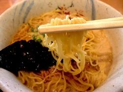 藤沢ミスターマックスのフードコートの豚骨ラーメン七志厨房の細ストレート麺