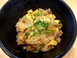 藤沢ミスターマックスのフードコートの豚骨ラーメン七志厨房の半チャーハン