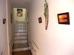 鎌倉小町通りの新魚介系鯛ラーメンかわかみの廊下と階段