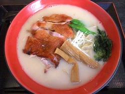 鎌倉小町通りの新魚介系鯛ラーメンかわかみの鶏チャーシューメン醤油