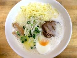 藤沢市辻堂のラーメンしろくま食堂の牛乳ラーメンにチーズトッピング
