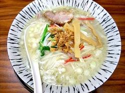 ラーメン&中華満族麺菜家@藤沢駅南口の極み鶏肉白湯麺