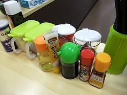 湘南藤沢地方卸売市場@善行のラーメン店JUNJIのテーブル調味料