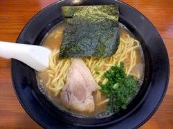 藤沢市辻堂の家系魚介ラーメン吉本家の豚骨魚介ラーメン醤油