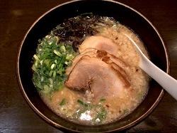 大和市鶴間のデビット伊東のラーメンでびっとの醤油豚骨チャーシューメン