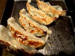 大和市鶴間のデビット伊東のラーメンでびっとの特製餃子