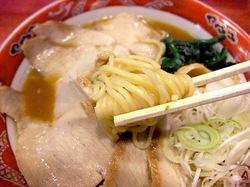 とろそば屋@藤沢本町の自家製中ちぢれ麺
