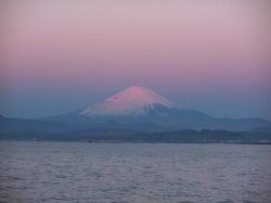 江ノ島裏磯から元旦の富士山