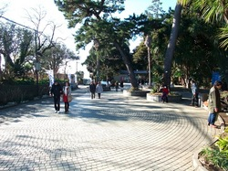 江ノ島サムエル・コッキング苑前の広場