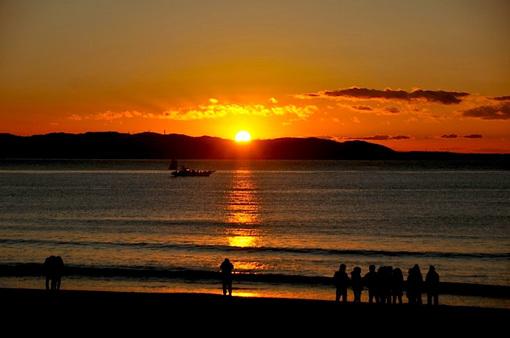 湘南江ノ島片瀬海岸西浜からの日の出