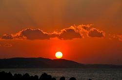 江ノ島ヨットハーバー側の湘南港(白灯台)側からの初日の出