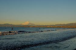 湘南江ノ島片瀬海岸西浜からの海と富士山